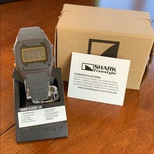 NWT Freestyle Shark Classic watch